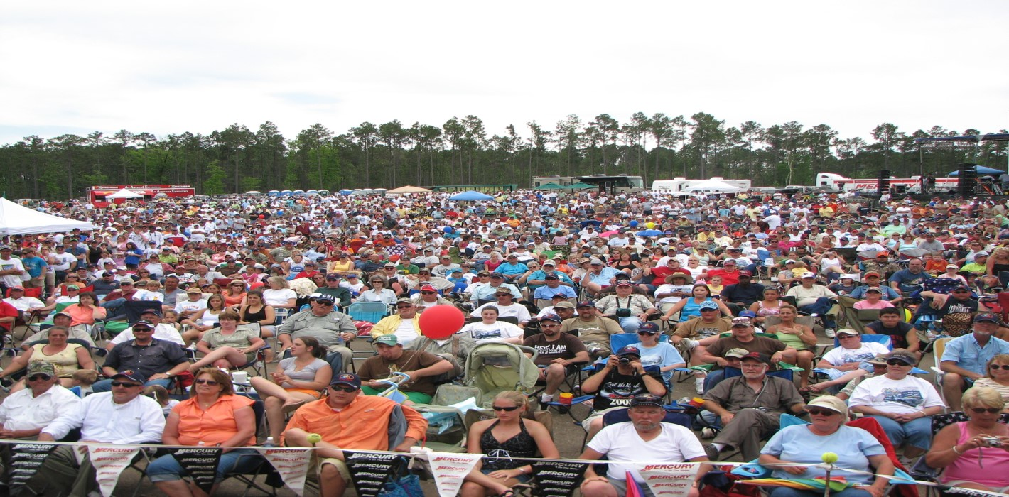 Crowd at Sealy Big Bass Splash